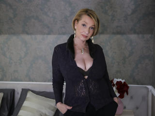 HotBlondeLadyX - Live hard with a ordinary body shape XXx mother