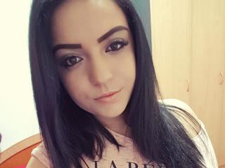 Adelinee - Live chat x with this White Hot babe