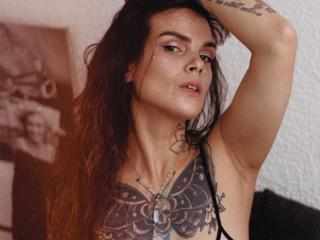 AlessaMoon - Web cam hard with this shaved pussy Young lady