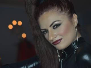 Photo de profil sexy du modèle AdelindeBurn, pour un live show webcam très hot !