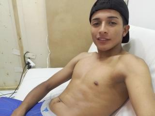 NicolasSexy - Webcam sexy with this Horny gay lads with toned body