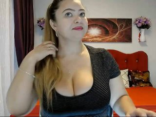 Photo de profil sexy du modèle CarynoStar, pour un live show webcam très hot !