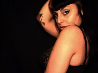 Picture of the sexy profile of Curvink, for a very hot webcam live show !
