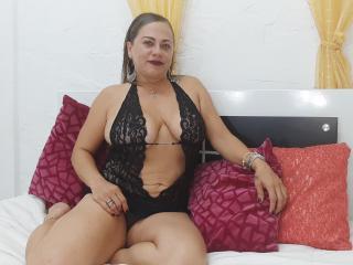 Foto del profilo sexy della modella NikiHottie, per uno show live webcam molto piccante!