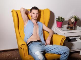Photo de profil sexy du modèle ChrisDumont, pour un live show webcam très hot !