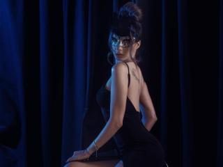 Foto del profilo sexy della modella AsmiraHottie, per uno show live webcam molto piccante!