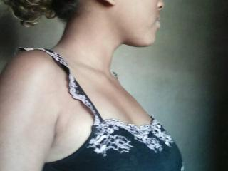 Picture of the sexy profile of Lindabel, for a very hot webcam live show !