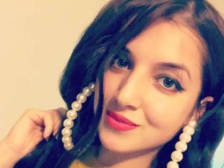 Photo de profil sexy du modèle ChristaHotty, pour un live show webcam très hot !
